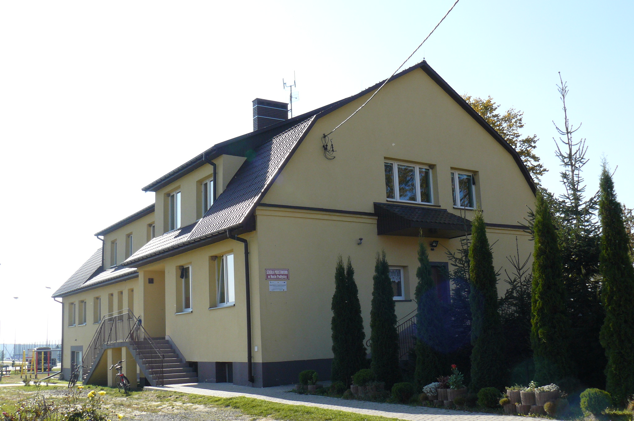- 2014_10_29_budynek_sp_huta_podlysica.jpg